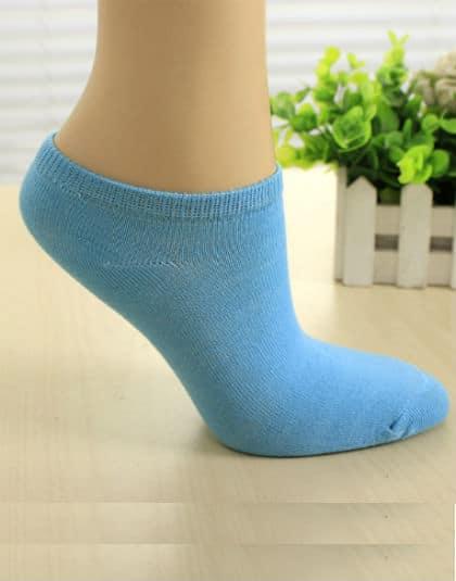 גרבי ספורט תכלת גרביים איכותיים לנשים, מכותנה, לנעלי ספורט/סניקרס/אולסאטר, קיים בצבע שחור, לבן, אפור, תכלת, סגול, ירוק וורוד. מתאים לנשים מידה 36-39