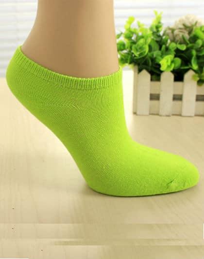 גרבי ספורט ירוקים גרביים איכותיים לנשים, מכותנה, לנעלי ספורט/סניקרס/אולסאטר, קיים בצבע שחור, לבן, אפור, תכלת, סגול, ירוק וורוד. מתאים לנשים מידה 36-39